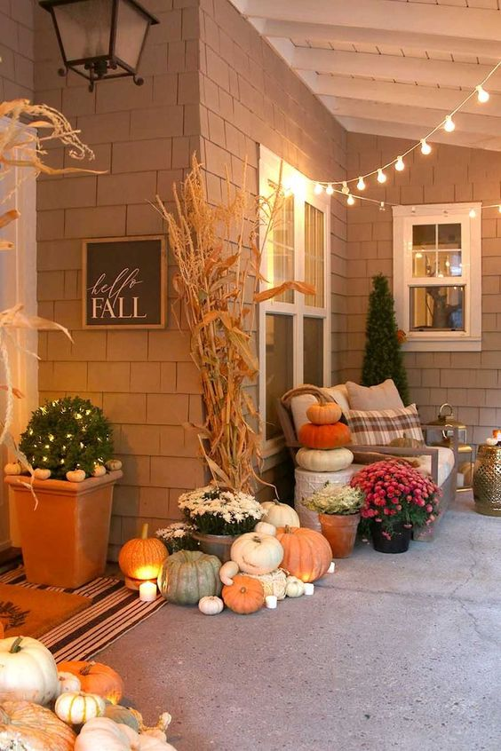 This neutral fall porch speaks to my heart. Soft colors with pumpkins and cornstalks.