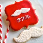 DIY Santa Mustache Cookies. Only two colors, no hand-cutting, no special cutters, easy-peasy.
