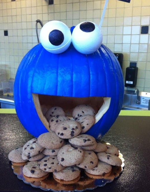 This Cookie Monster Pumpkin such an easy and adorable idea