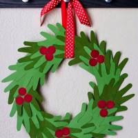 kids-handprint-christmas-wreath (1) 2