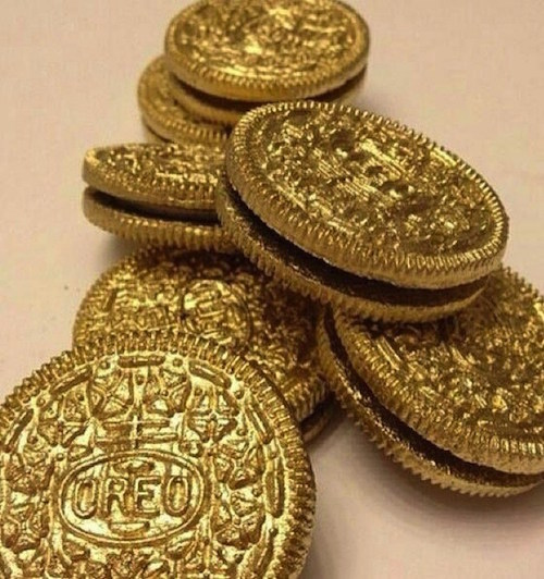 Use an edible gold spray to make these Golden Oreos for St. Patrick's Day. So neat!