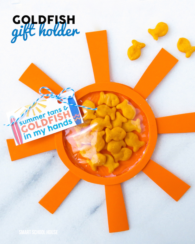 Summer Tans and Goldfish in my Hands. A Goldfish gift holder and free printable. I love this easy DIY summer gift idea!