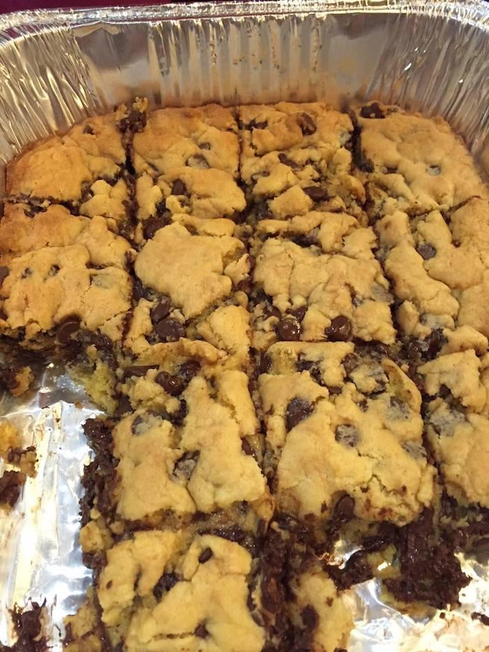 Barras de biscoito com gotas de chocolate preguiçosas