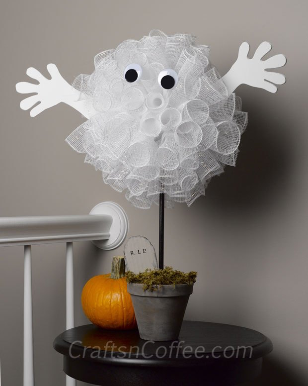 DIY Deco Mesh Halloween Ghost - adorable and easy to make!