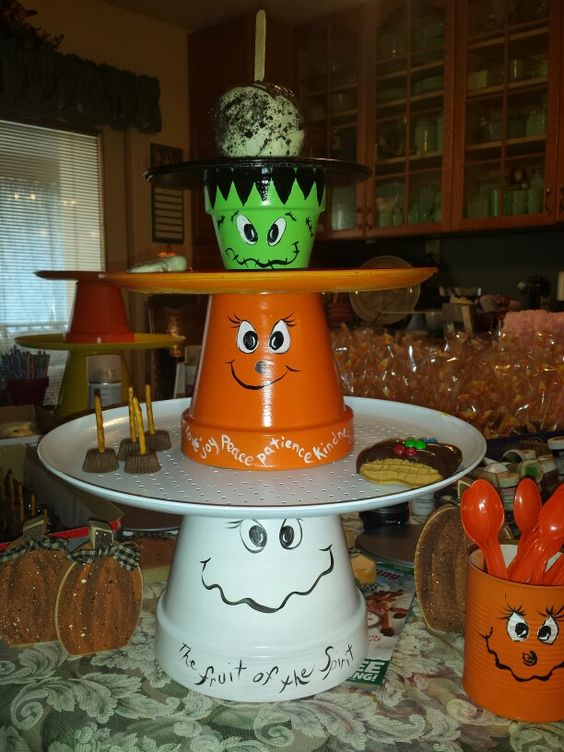 Clay pot treat stand
