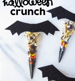Halloween Crunch! A salty and sweet DIY Halloween treat idea put in little bags to look like bats.