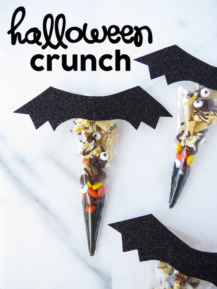 Halloween Crunch! A salty and sweet DIY Halloween treat idea put in little  bags to