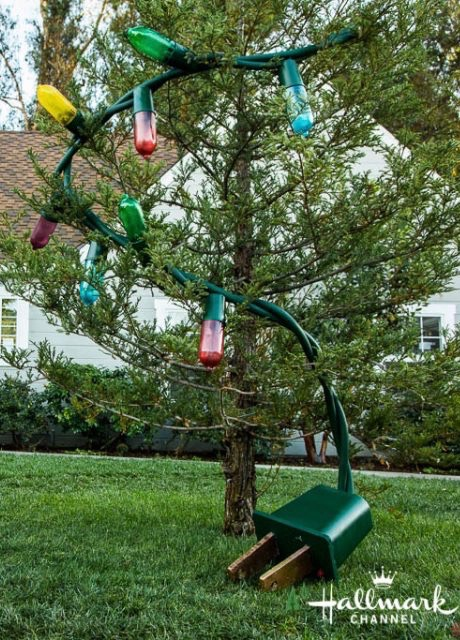 how to make outdoor christmas tree out of lights