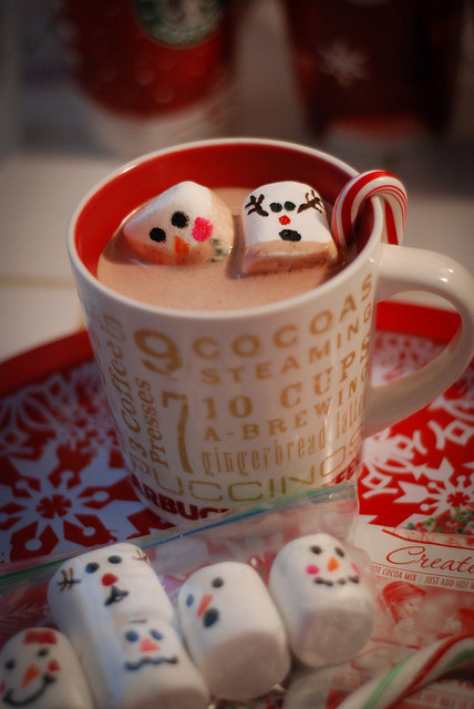 Snowman marshmallows! Draw little faces on miniature marshmallows and watch them float around in hot cocoa.