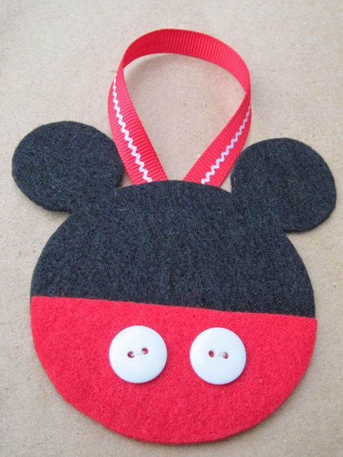 DIY Felt Mickey Ornaments. This looks easy enough!