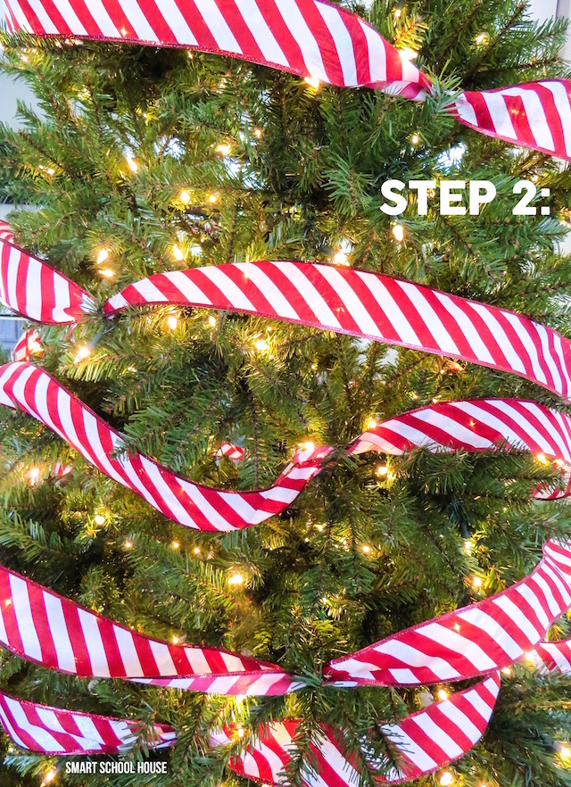 The EASIEST way to decorate a Christmas tree in 3 simple steps (and on a budge!). This is so awesome!