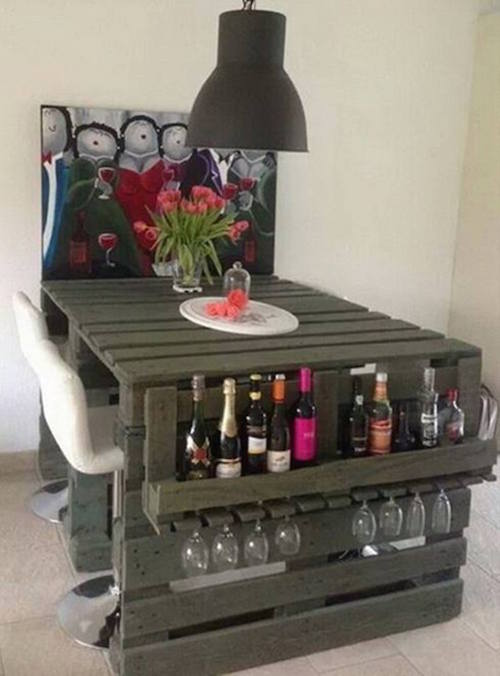Where bar and table meet! This is brilliant and gorgeous, plus it's made with wood pallets!