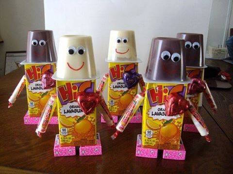 Robot Valentine Snacks! These are adorable for kids to pass out on Valentine's Day!