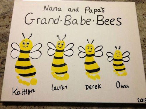 Footprint bee art for grandparents! Such a great idea:)