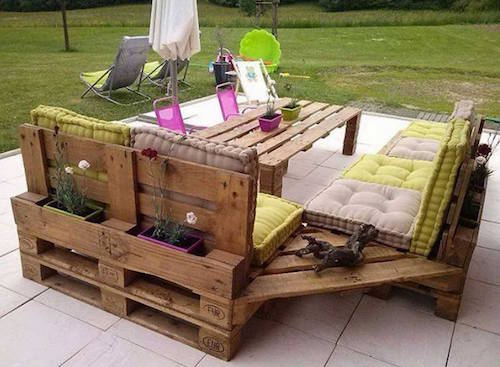 DIY Outdoor Patio Set. So neat!