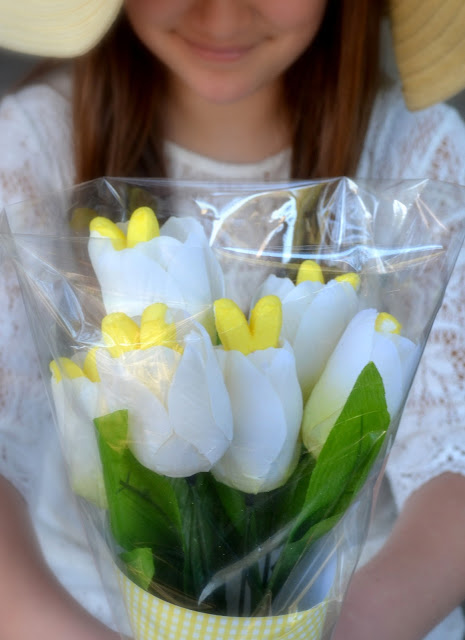 This is my kind of Easter bouquet! It's made with PEEPS marshmallows and tulips from the dollar store. Saving this....