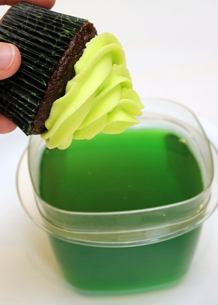 Use tonic water and food coloring to make your cupcakes glow in the dark - must try!