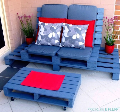 "Make a DIY wood pallet ""chill out"" patio set for the summer. I love the color and it looks pretty easy to make!"