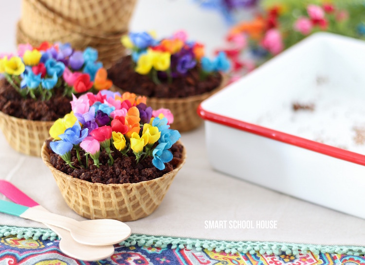 Make a Waffle Cone Garden - fun and easy DIY recipe idea for a party!