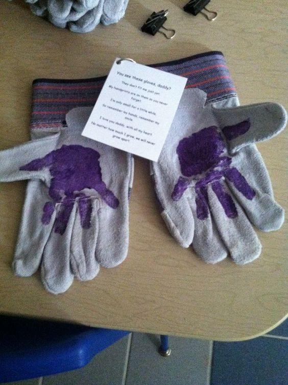 DIY Father's Day Handprint Art Idea! Use a pair of gardening gloves or work gloves for Dad, then have a child put their handprints on them, as seen. Attach this ADORABLE poem: