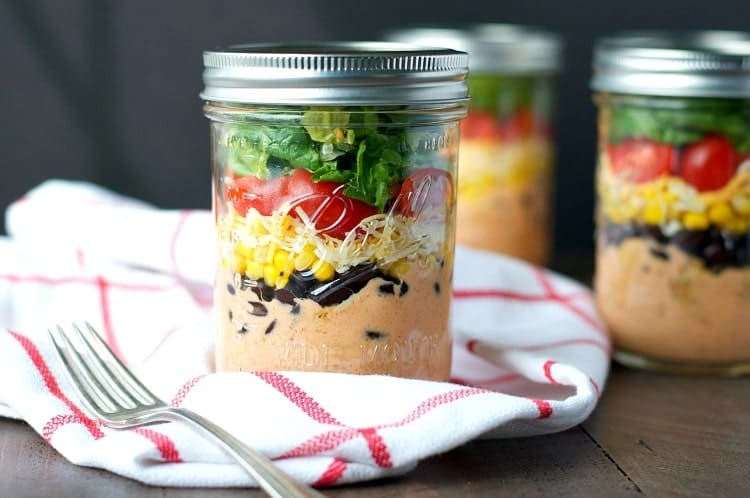 Chicken Taco Salad in a Mason Jar - Delicious and easy chicken taco mason jar salad that are great for on the go lunches or picnics