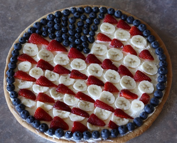 How to make a red, white, and blue pie for the 4th of July. Made with a cream cheese filling and a fruit glaze
