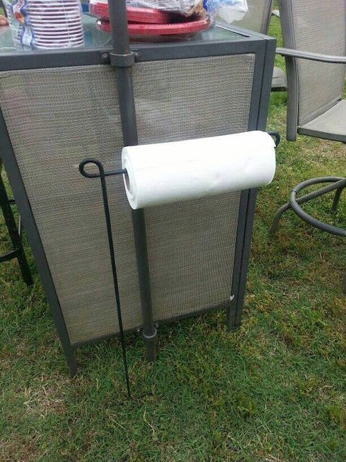 Use a garden flag holder to hold your paper towels when you are Camping....what a great idea! Click