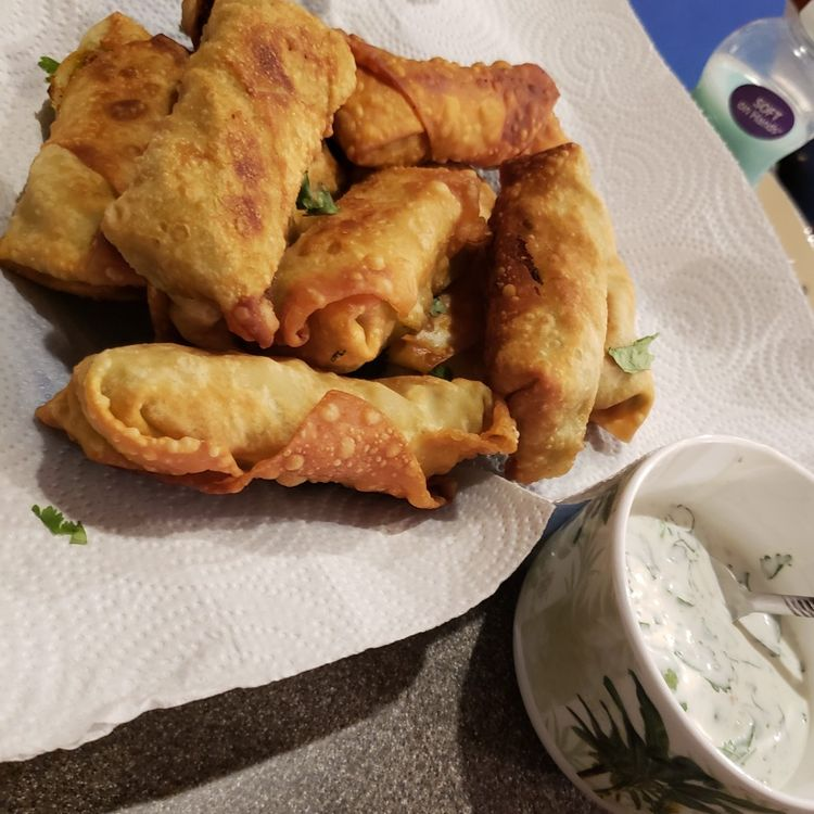 Copycat Cheesecake Factory Egg Rolls - It's so much cheaper to make right at home and it tastes a million times better too!