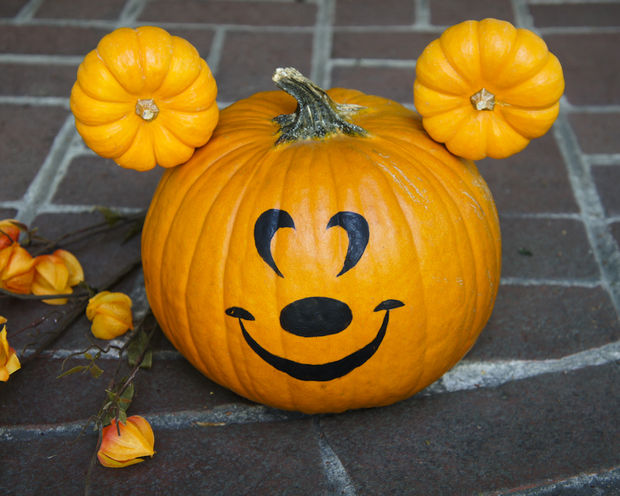 Disneyland during Halloween! How to make a no-carve Mickey Mouse pumpkin for Halloween