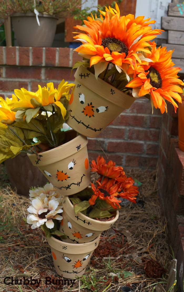 Stacked Scarecrow Pots - A cute idea & looks so fun to make for fall!