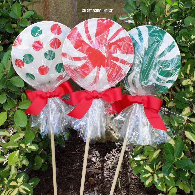 Giant paper plate lollipops for Christmas - Super cute as a garden Christmas decoration or line & Giant Paper Plate Lollipops - Smart School House