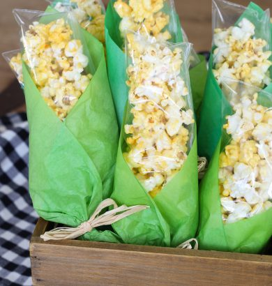 Popcorn Corn on the Cob Bags. ADORABLE! Baggies of popcorn wrapped in green tissue paper to look like corn on the cob! Popcorn treat bags for Thanksgiving.