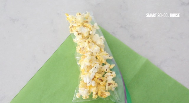Making baggies of popcorn turn into stalks of corn. A cute DIY popcorn craft idea.