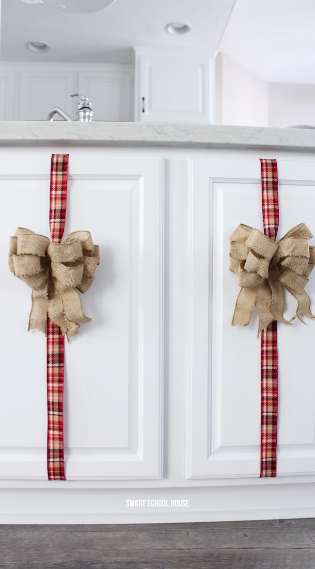 3 Easy ways to decorate with ribbon. Inexpensive and ADORABLE Christmas decor!