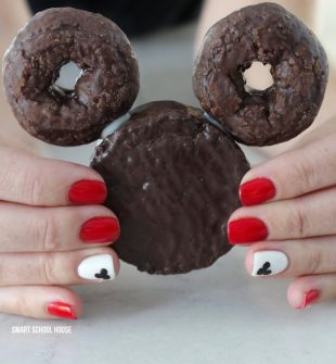 Disney Ding Dong Donuts. ADORABLE! A Mickey Mouse treat idea made with mini donuts and a Ding Dong.