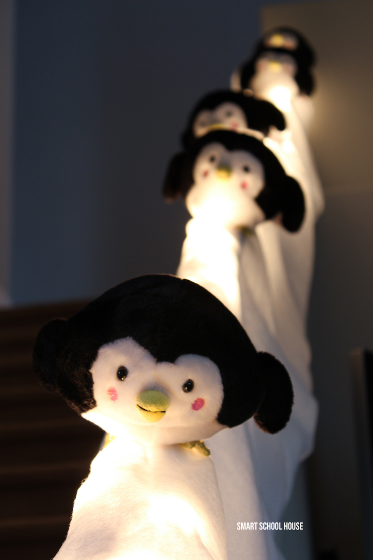 Penguins sliding down the stairs. ADORABLE! This DIY Christmas decor is so easy to do!