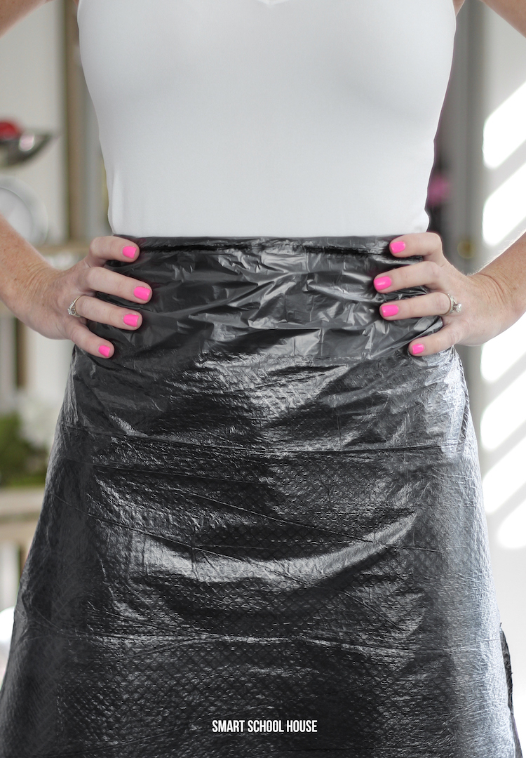 DIY trash bag apron. 1 minute trash bag hack! Keep your clothes clean plus toss scraps and messes into the bag. Great for kids art projects. SO SMART!