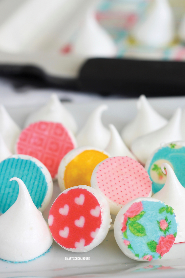 EASY DIY 3 ingredient meringue kisses with edible meringue stamps!