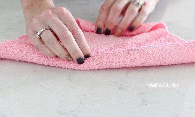 How to make wash cloth bunnies. Also called boo boo bunnies. Good baby shower idea too!