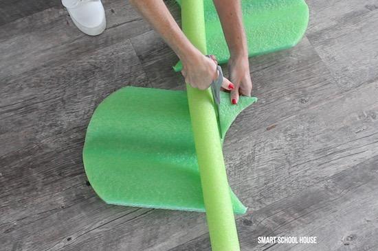 Kickboards for pool noodle flowers