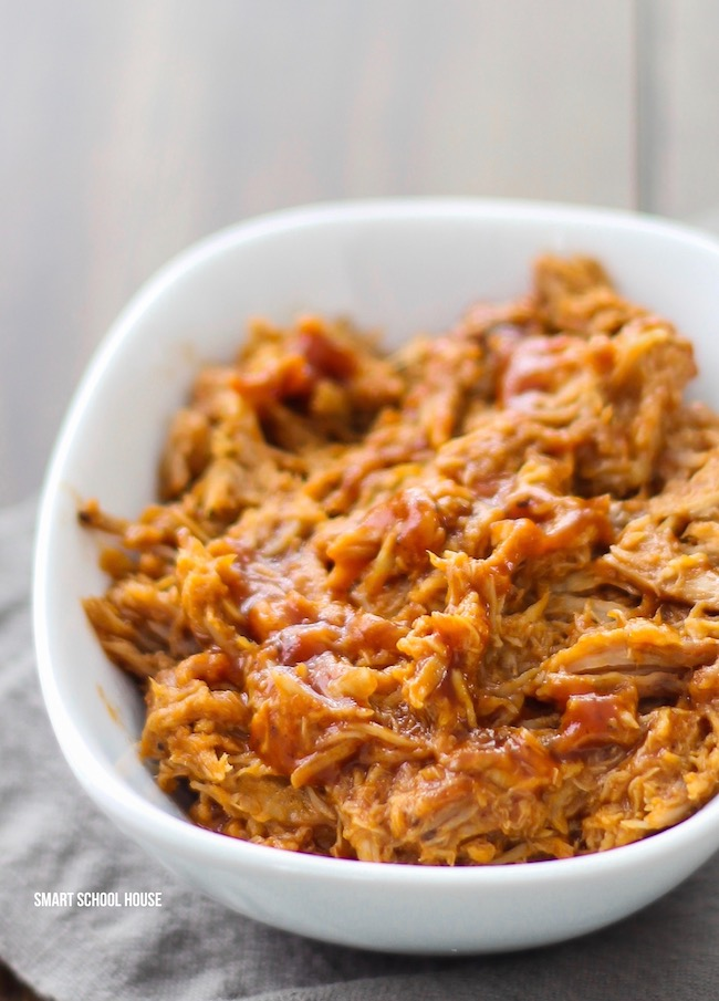 5 Ingredient Slow Cooker Pulled Pork with White Wine- Easy BBQ crock pot recipe that is tender, delicious and everyone always loves it!