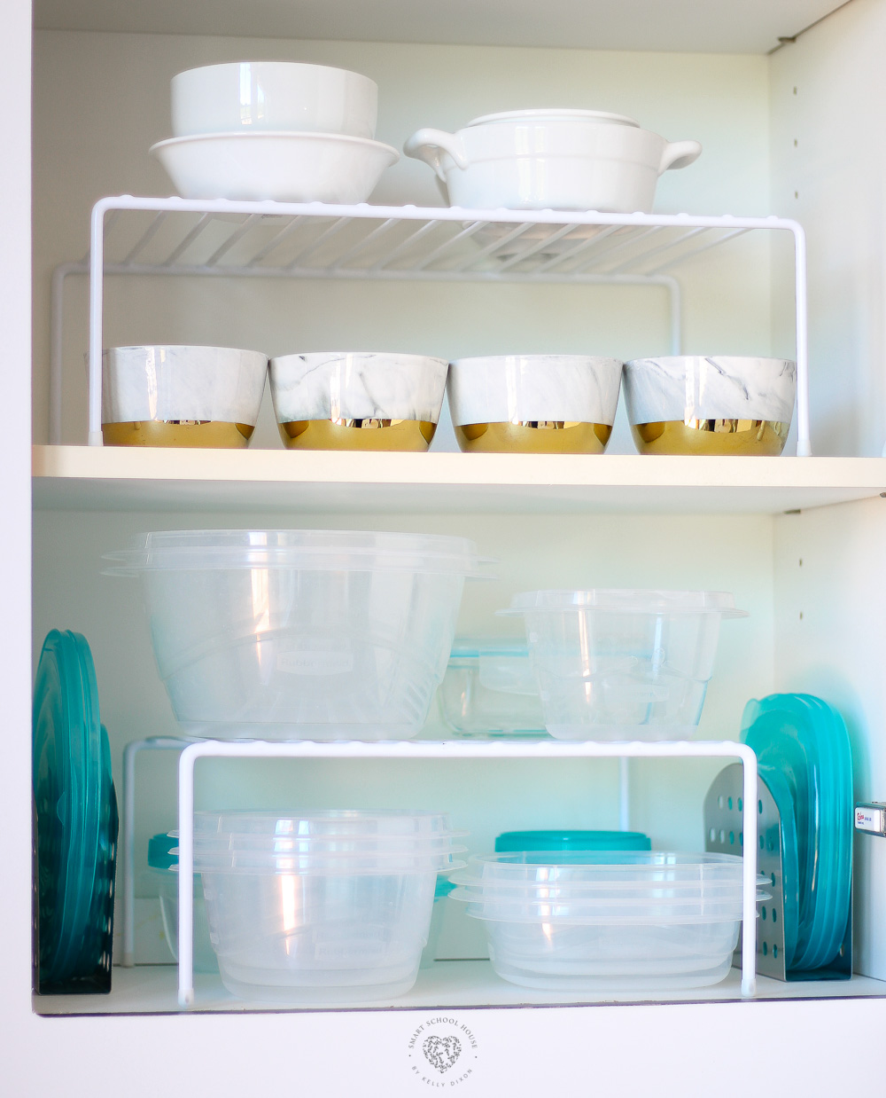 Kitchen Cabinet Storage - I found a great way to keep the food storage containers and their lids organized.