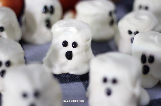 These perfect little marshmallow ghosts would be perfect for a class party or just a little after school treat.
