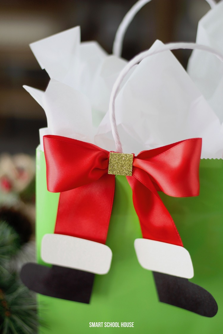 If you're wrapping gifts for kids this year, you must add some decorative Santa boot bows to them! #DIY #ChristmasIdeas #ChristmasGiftIdeas #GiftWrap