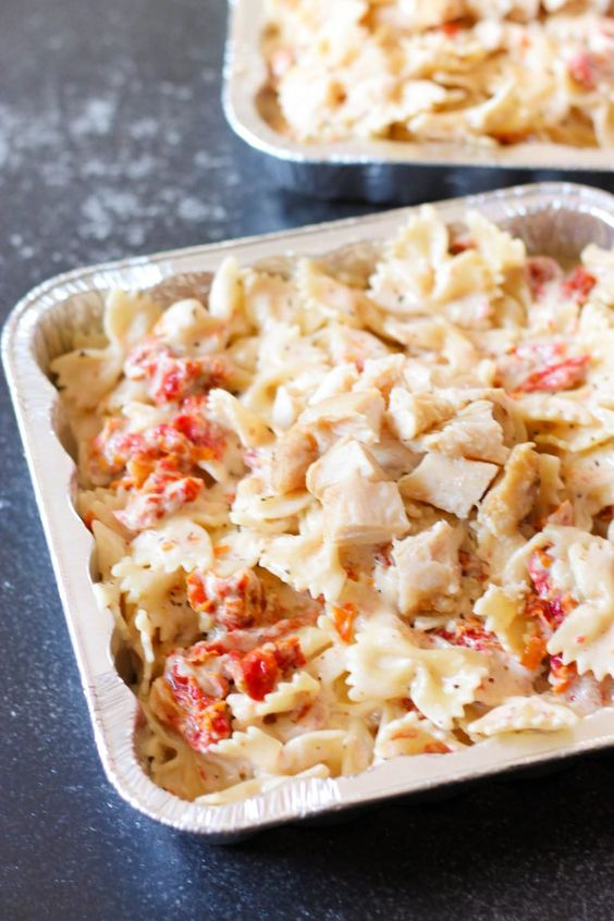 20 Minute Tuscan Pasta only takes 20 minutes to throw together, and makes the perfect freezer meal. With a creamy, cheesy garlic sauce, sun-dried tomatoes, and grilled chicken, it will become a family favorite!