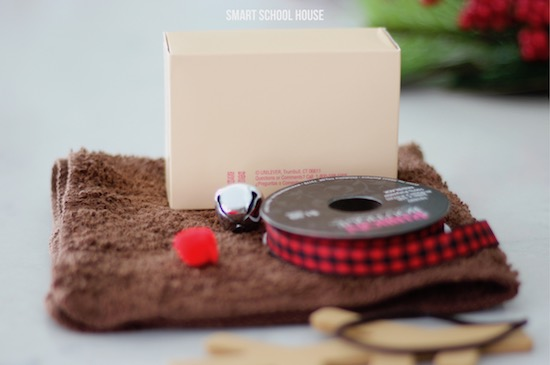 Materials needed to make a washcloth reindeer for Christmas
