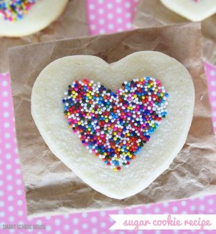 Heart Shaped Sugar Cookies - Easy sugar cookie recipe for Valentines Day #HeartSugarCookies