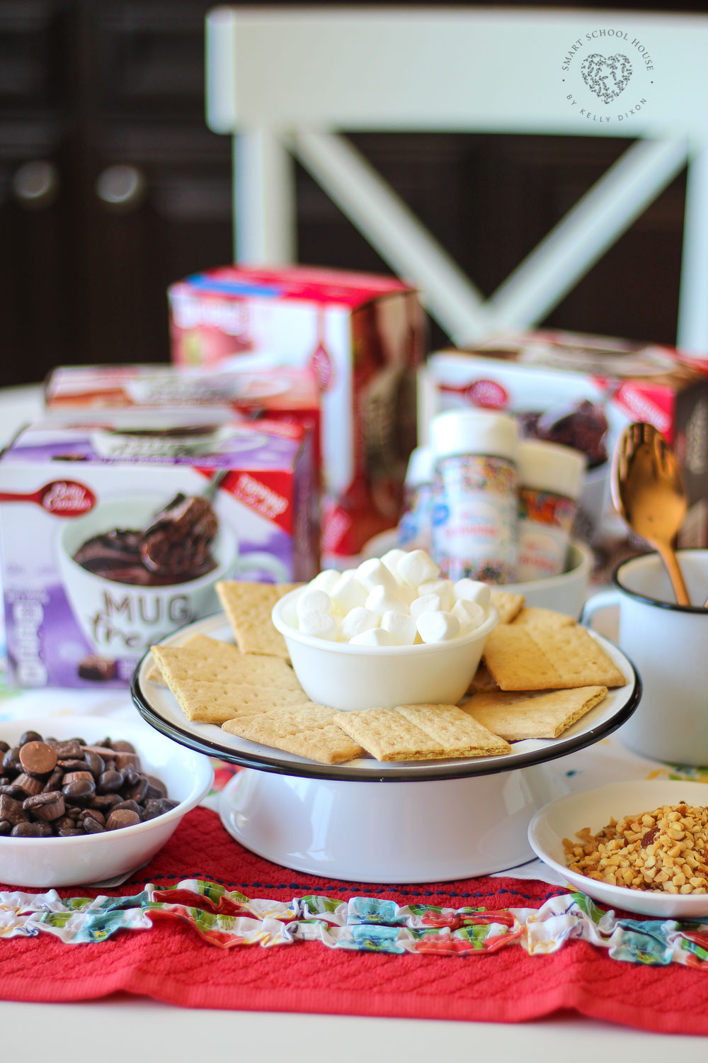 No Bake Microwave Mug treats. Perfect for a quick dessert, snacks, or after school fun.
