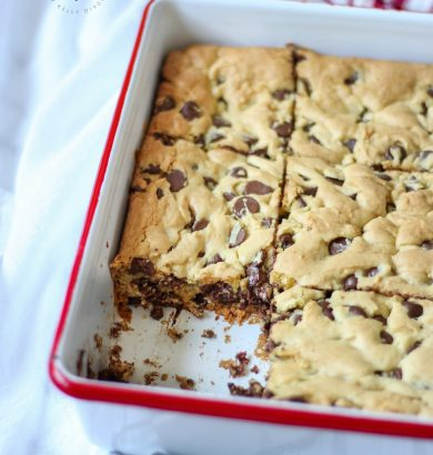 LAZY CHOCOLATE CHIP COOKIE BARS - These will be gone in no time! CORRECTION: These WERE gone in no time! #chocolatechipcookies #cookierecipe #lazychocolatechipcookiebars