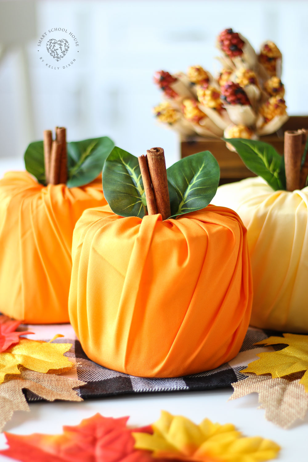 Toilet Paper Pumpkins!!! How to make pumpkins out of toilet paper. I LOVE THIS! #toiletpaperpumpkins #pumpkincrafts #DIYfalldecor